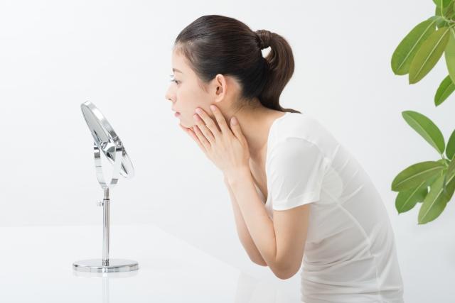汚れを落とす「洗顔」と肌に水分を与える「補水」と肌の水分蒸発を防ぐ「保湿」の3段階です。